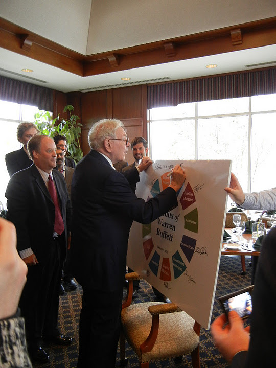 Warren Buffett signs UNO Investor Class Poster